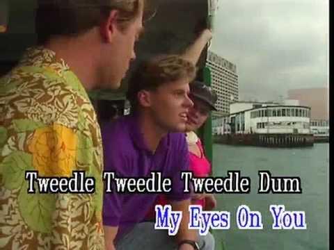 Tweedle Dee Tweedle Dum - Video Karaoke (Star)