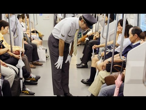 Bookaku.com | This how Japan Rail Staf Service Clean the City