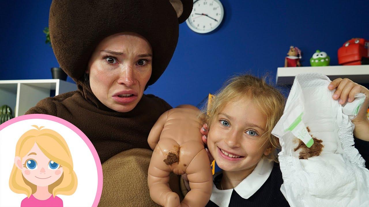 КУПАЕМ И ПЕРЕОДЕВАЕМ МАЛЫША - Маленькая вера научит как ухаживать за ребёнком