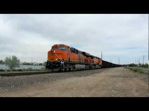 BNSF 6842 GE ES44C4 Shoving Cars on Golden Sub
