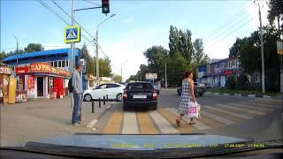 Пешеход-идиот! Дура!