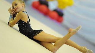 Художественная гимнастика. Красивое выступление юных гимнасток.