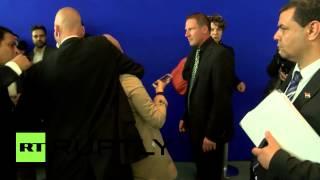 بالفيديو| لحظة القبض على إخوانية بمؤتمرالسيسي وميركل: رفعت إشارة رابعة