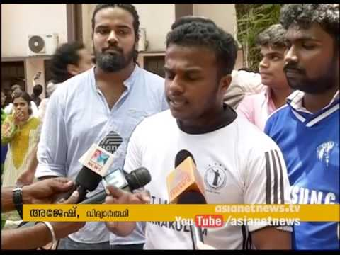 Law college students Play Volleyball in Kochi , Demanding to repair road