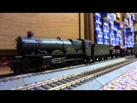 "Running my Hornby Railways ""Tintagel Castle"" GWR Castle Class Steam Locomotive"