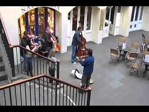 Travel London : Music in Covent Garden