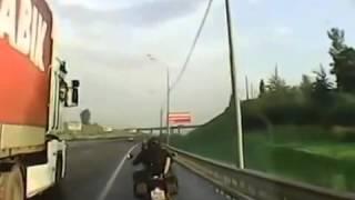 трах прямо на мотоцыкле во время езды