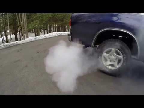 Sea Foam Toyota Tundra 2000 - check engine light on - clean out vacuum hoses - serious smoke!!