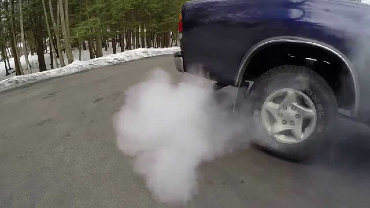 Sea Foam Toyota Tundra 2000 - check engine light on - clean out vacuum hoses - serious smoke!!