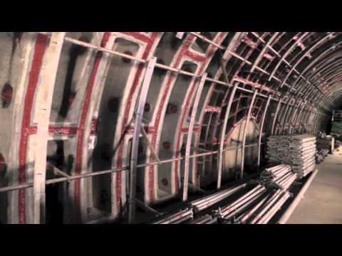 Vystoupili jsme v uzavřené stanici metra Národní třída