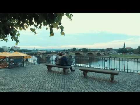 Straßenkünslter und Blick Brühlsche Terrasse Dresden
