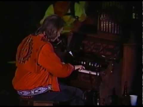 Neil Young - Full Concert - 11/06/93 - Shoreline Amphitheatre (OFFICIAL)