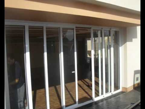 Puerta corredera de aluminio youtube for Puertas corredizas aluminio para exterior