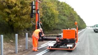 Установка дорожного ограждения с помощью сваебойной установки GAYK(, 2015-01-26T20:36:28.000Z)