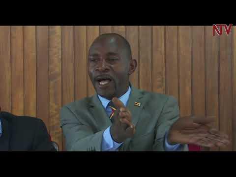 ZUNGULU: Amyuka saabaminisita Moses Ali agudde ekigwo nga asamba omupira