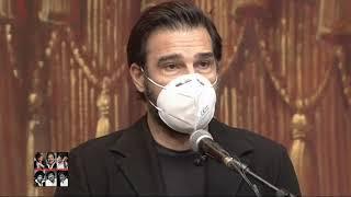 Edoardo leo omaggia gigi proietti durante il funerale al globe theatre.pagina facebook fans: https://www.facebook.com/gigiproiettifans/