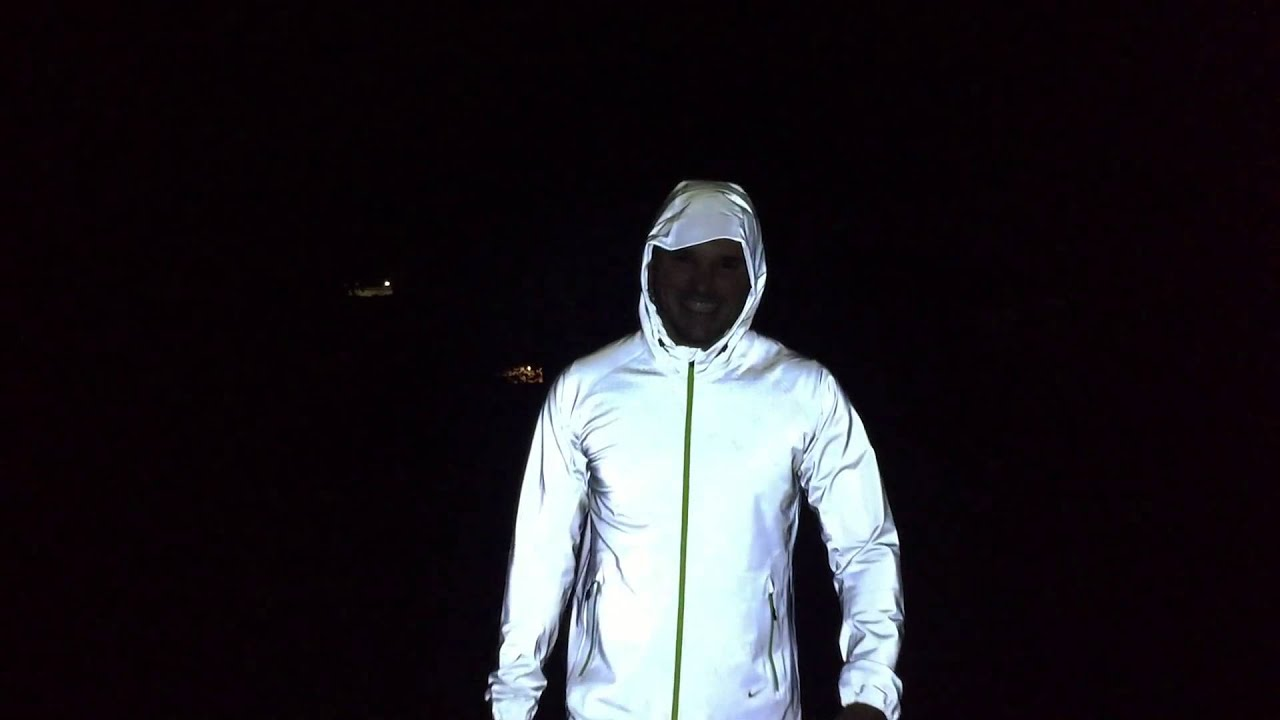 Jaqueta Nike Allover Flash - YouTube d1f13e3ea7970