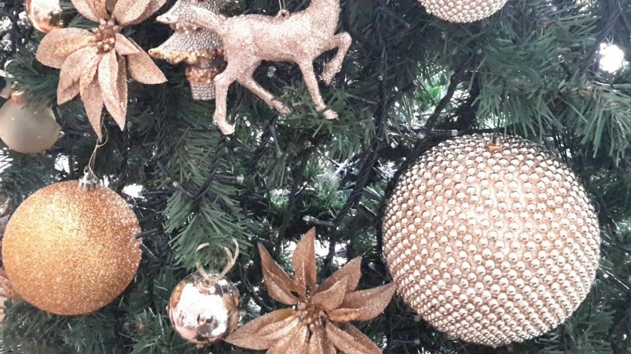 Tutorial Palline Di Natale Con Foto.Tutorial Pallina Di Natale Con Perline Dorate