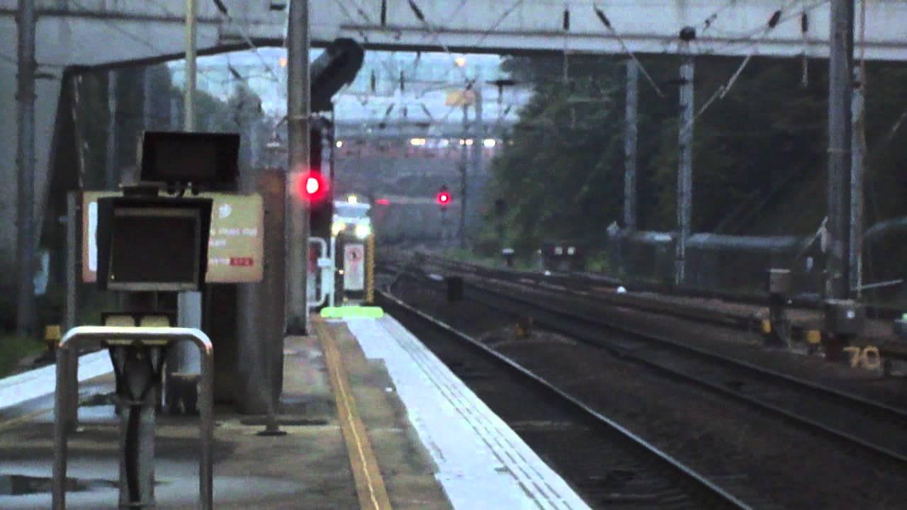 港鐵 進出沙田站 + 不停站列車(SS8 0173 廣九直通車 + ktt T828)即將駛經沙田站 - YouTube