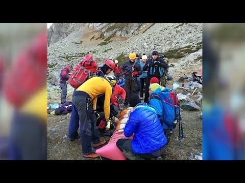 В МВД РФ наградят спецназовцев за спасение попавшего в беду альпиниста.