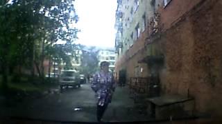 В сети появилось видео момента обрушения подъезда пятиэтажки в Междуреченске(Вечером 31 мая в Междуреченске произошло обрушение подъезда в жилом доме. Момент происшествия зафиксировал..., 2016-06-01T10:57:16.000Z)