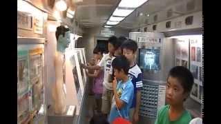 雲南市立木次小学校薬物乱用防止教室キャラバンカー内見学