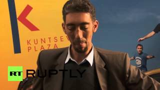 World Record Of The Tallest Man Of The World Sultan Kosen Video