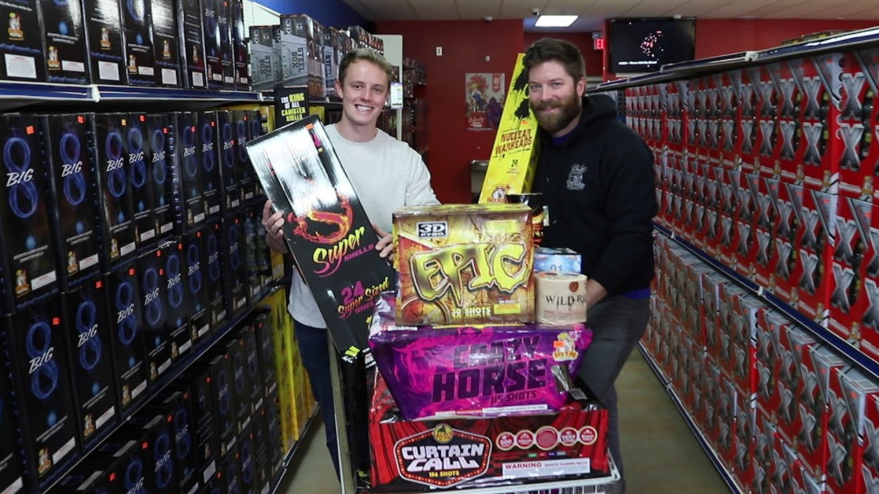 $1000+ OF LEGAL FIREWORKS (FOR FREE) (New Year's Eve Fireworks Shopping)