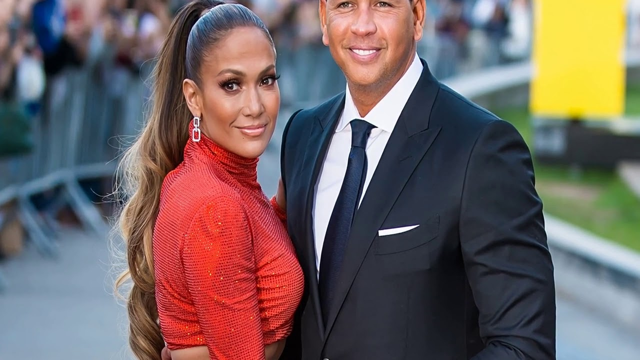 Jennifer Lopez, Alex Rodriguez ring in New Year's with a midnight kiss