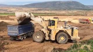 Caterpillar 990F -  With Huge Bucket Loading Trucks