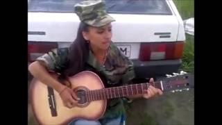 Девушка поет армейскую песню   пора домой
