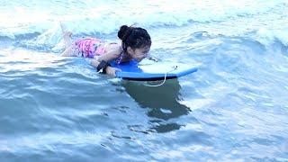 Belajar Surfing Bodyboard di Pantai Bali - Kids learning Boogie Board at bali beach