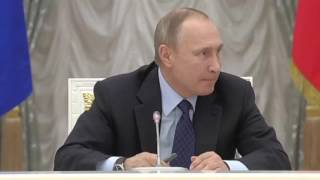 Путин предложил «махнуть» шампанского. На собрании Путин предложил махнуть шампанского!
