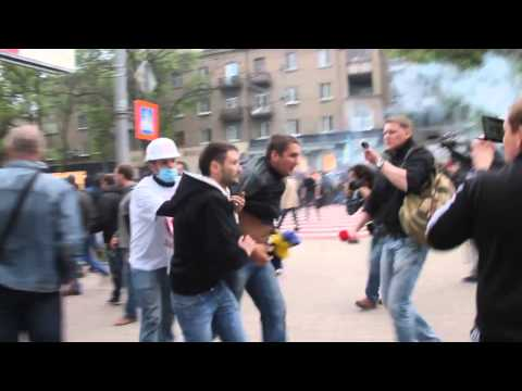 Separatists in Donetsk Attack Pro-Ukrainian Activists, April 28