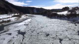 奥久慈に氷花(シガ)は流れる 嵯峨草橋の雪シガ