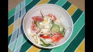 Салат из помидора, огурца и яиц.