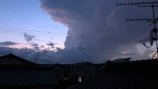 8月6日午後7時頃 雲のなかで光っています。 雷鳴はたまに聞こえる程...