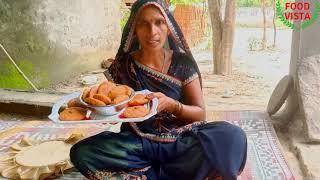 बारिस के मौसम में कुछ चटपटा खाने का दिल करे तो एक बार प्याज की कचौरी जरूर बनाये /pyaj ki kachauri