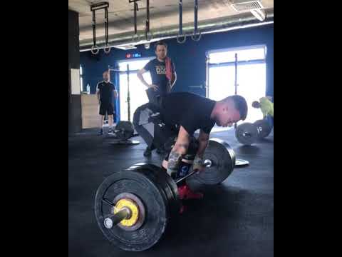 Captain Tony - WATCH: Guy Falls While Lifting Heavy Weights From Floor to His Shoulders