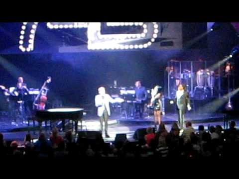 Bandstand Boogie, Barry Manilow at the Chicago Theater