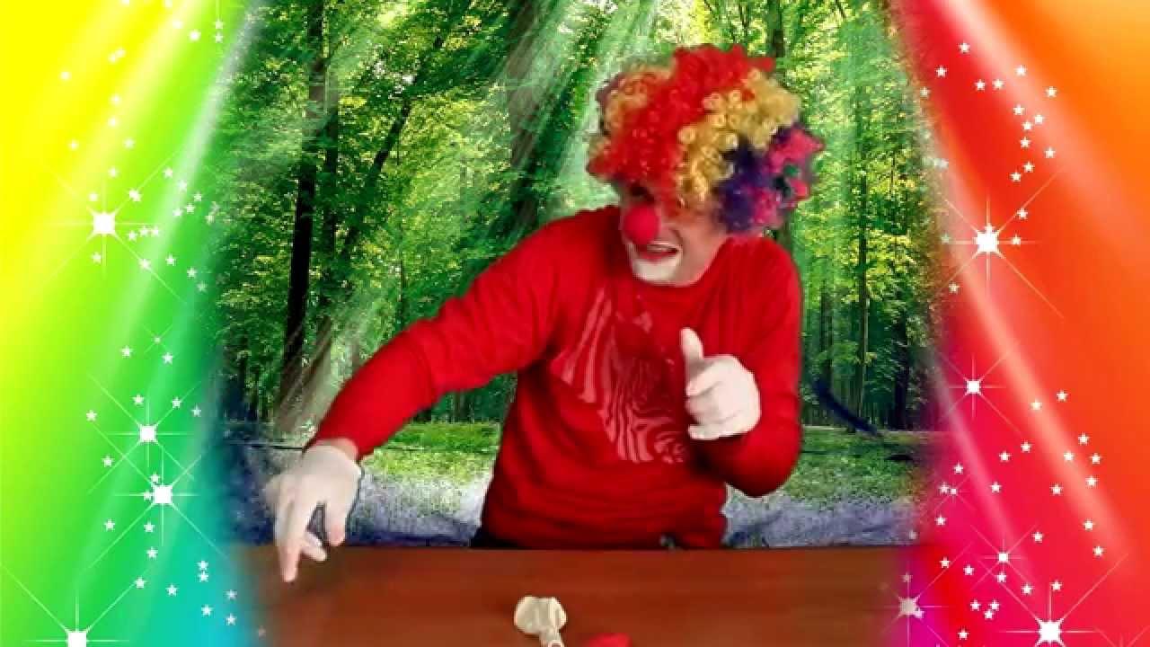 видео клоуны засовывает шарик