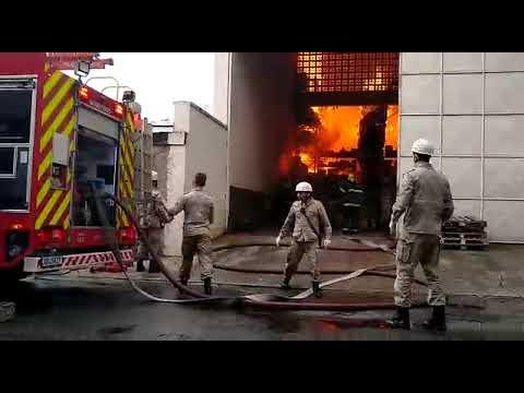 Incêndio Atinge Supermercado Em Jardim Da Penha