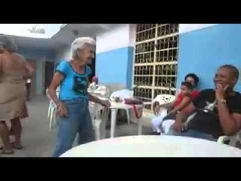 Velhinha doidona dançando funk thumbnail
