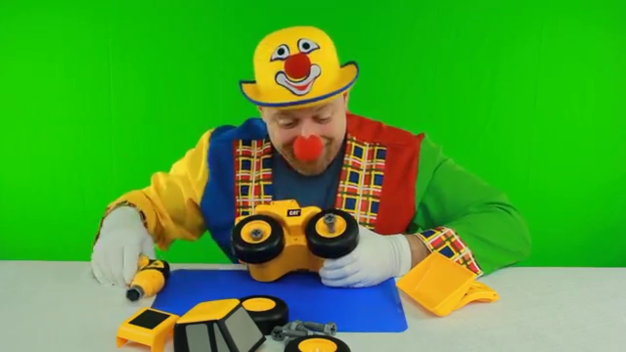 Clown alex costruisce trattore escavatore giocattoli e for Immagini pagliaccio per bambini