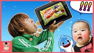 국민이 상상놀이! 게임 핸드폰 테블릿 사진 찍으면 진짜 과자가 나와요 ♡ 상어가족 과자 먹방 장난감 상황극 놀이 surprise toys | 말이야와아이들 MariAndKids