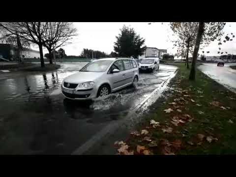 Las lluvias provocan pequeñas inundaciones en O Ceao