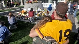 Fans mourn Tony Gwynn at Petco Park