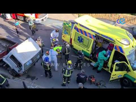 Operario rescatado de debajo de una furgoneta tras un accidente