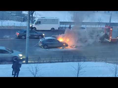 2020.01.16 Горит автомобиль на ул. Гагарина в Омске