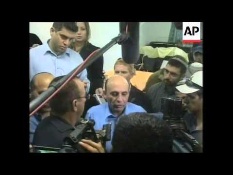 Israeli Defence minister Shaul Mofaz visits Jewish settlement, protest